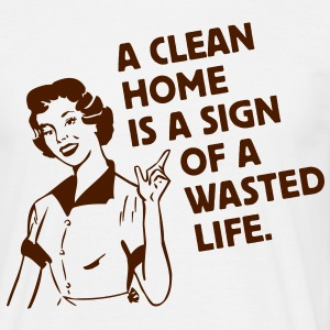 a clean home is a sign of a  life - putzen putzfrau hausfrau T-Shirts - Männer T-Shirt