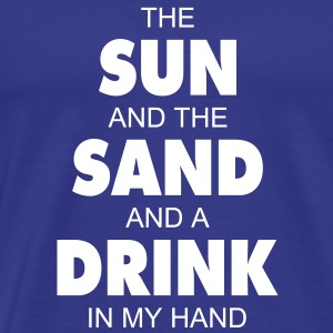 The sun and the sand and a drink in my hand T-Shirt - Männer Premium T-Shirt