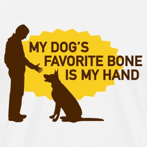 My dog's favorite bone is my hand - Mannen Premium T-shirt