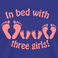 In bed with three girls - Im Bett mit drei Mädchen T-Shirts
