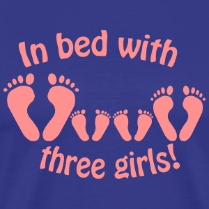 In bed with three girls - Im Bett mit drei Mädche - Männer Premium T-Shirt