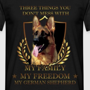 Three things you don't mess with. My family, my fr - Men's T-Shirt