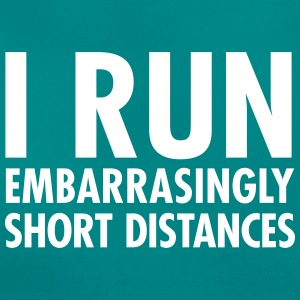 I Run Embarrasingly Short Distances T-shirts - Dame-T-shirt