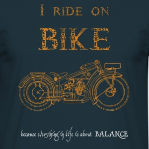 I ride on bike - Camiseta hombre