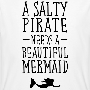 A Salty Pirate Needs A Beautiful Mermaid T-skjorter - Økologisk T-skjorte for menn