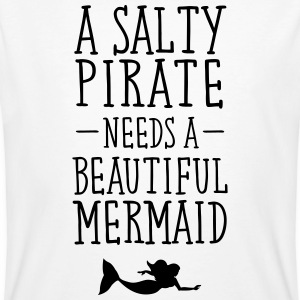 A Salty Pirate Needs A Beautiful Mermaid T-Shirts - Männer Bio-T-Shirt