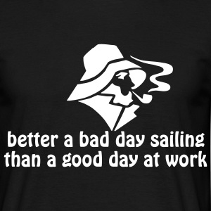 Better a bad day sailing, than a good day at work - Männer T-Shirt