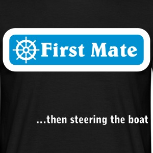 First Mate, then steering the boat.  - Männer T-Shirt