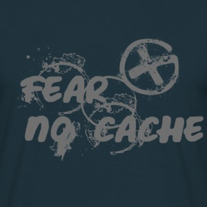 Geocaching FEAR NO CACHE - Männer T-Shirt