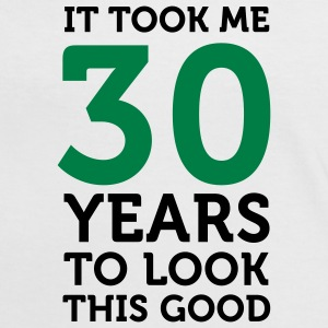 30 Years To Look Good 1 (2c)++ T-Shirts - Frauen Kontrast-T-Shirt