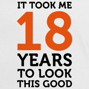 18 Years To Look Good 1 (2c)++ T-shirt - Maglietta Contrast da donna