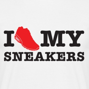I love my sneakers - Männer T-Shirt