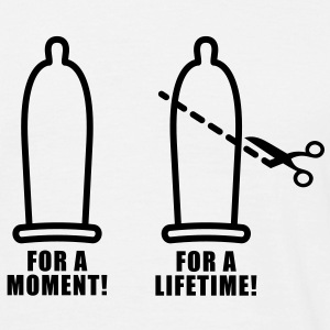 For a moment | Condom | Scissors | Prevention T-Shirts - Herre-T-shirt