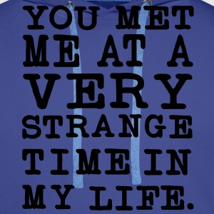 You Met me at a very Strange Time in my Life Pullover - Männer Premium Hoodie