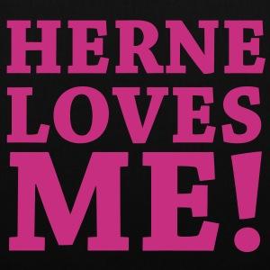 HERNE LOVES ME!