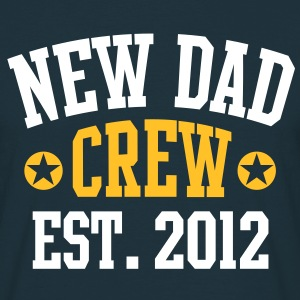 NEW DAD CREW EST 12 T-Shirt 2C WYN - Men's T-Shirt