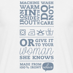 Laundry label Woman Knows T-Shirts - Männer T-Shirt