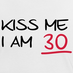kiss me i am 30  birthday (fr) Tee shirts - T-shirt contraste Femme