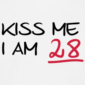 kiss me i am 28  birthday (fr) Tee shirts - T-shirt Homme