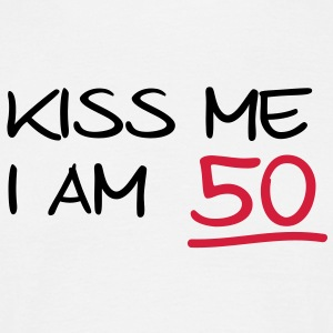 kiss me i am 50  birthday (nl) T-shirts - Mannen T-shirt