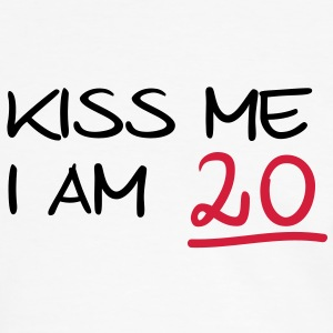 kiss me i am 20  birthday (nl) T-shirts - Mannen contrastshirt