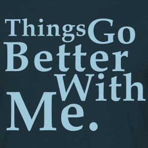 Things Go Better With Me. Fun T-Shirt HN - Maglietta da uomo