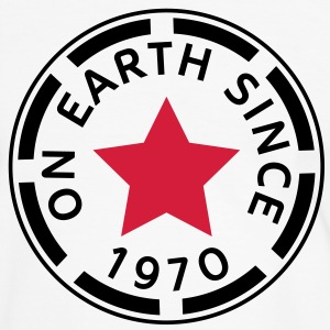 on earth since 1970 (de) T-Shirts - Männer Kontrast-T-Shirt