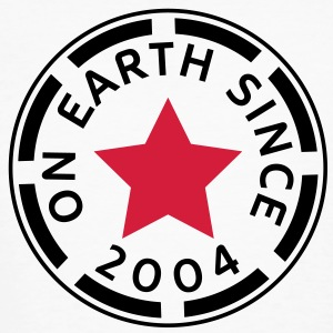 on earth since 2004 (it) T-shirt - T-shirt ecologica da uomo