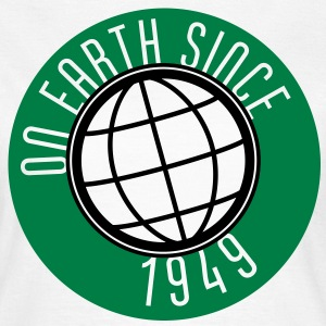 Birthday Design - On Earth since 1949 (nl) T-shirts - Vrouwen T-shirt