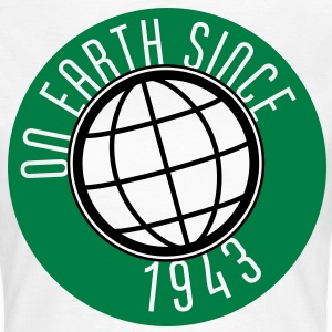 Birthday Design - On Earth since 1943 (nl) T-shirts - Vrouwen T-shirt