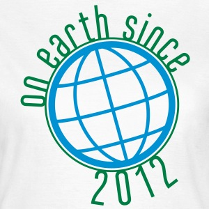 Birthday Design - (thin) on earth since 2012 (es) Camisetas - Camiseta mujer