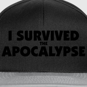 I survived the Apocalypse T-Shirt - Snapback Cap