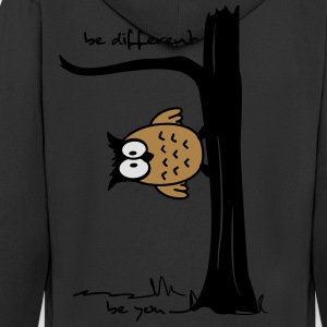 Eule auf Baum be different, be you T-Shirts - Männer Premium Kapuzenjacke