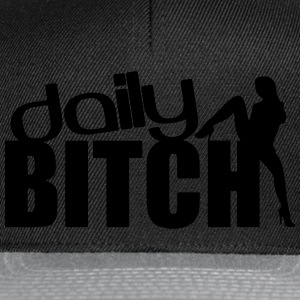DAILY BITCH T-skjorter - Snapback-caps