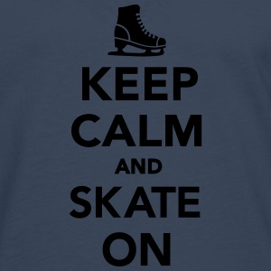 Keep calm and skate on T-Shirts - Männer Premium Langarmshirt