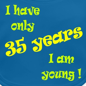 I have only 35 years, I am young ! Camisetas - Babero ecológico bebé