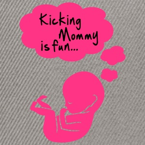 kicking mommy is fun... Tee shirts - Casquette snapback