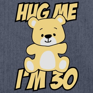 Hug me I'm 30! T-Shirts - Schultertasche aus Recycling-Material
