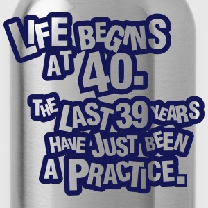 Life begins at 40. The rest was just a practice T-shirts - Drikkeflaske