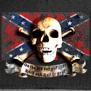 skull_and_flag_072013_sudstaaten_a T-Shirts - Snapback Cap