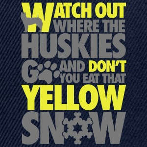 Watch the huskies & don't eat the yellow snow T-shirts - Snapback cap