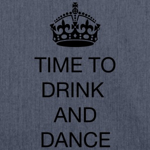 Time to drink and dance T-shirts - Axelväska av återvinningsmaterial