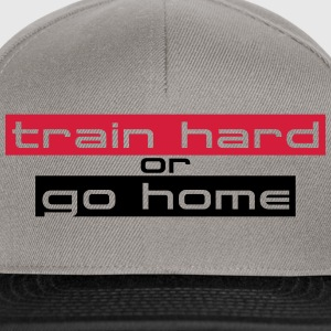 Train Hard Or Go Home Stripes Logo Camisetas - Gorra Snapback