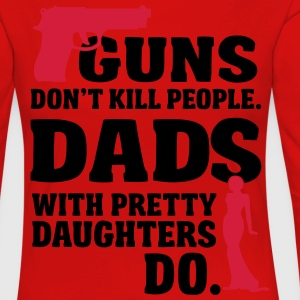 Guns don't kill people. Dads with daughters do! Date T-Shirts - Frauen Premium Langarmshirt