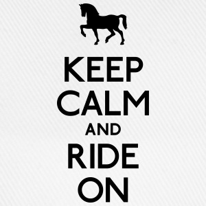 keep calm and ride on behåll lugnet och rida på T-shirts - Basebollkeps