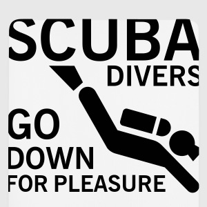 Scuba divers go down for pleasure T-shirts - Muismatje (portrait)