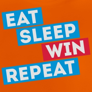 eat sleep win repeat winter sport voetbal spelen Shirts - Baby T-shirt