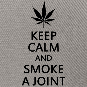 keep calm and smoke a joint Byxor och shorts - Snapbackkeps