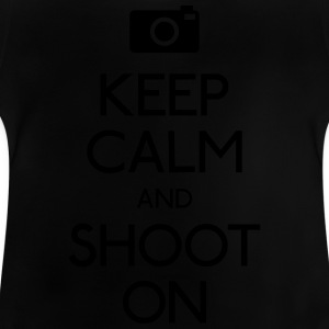 Keep Calm an Shoot on holde ro en skyte på Skjorter - Baby-T-skjorte