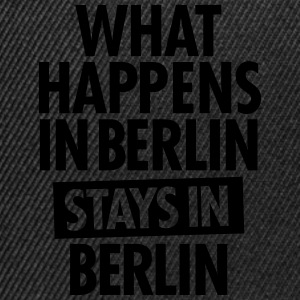 What Happens In Berlin Stays In Berlin T-skjorter - Snapback-caps